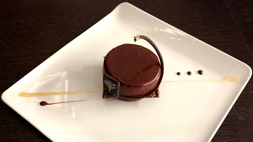 Single chocolate patisserie